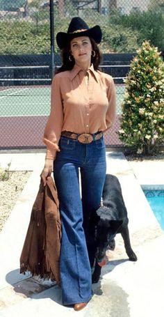 Lynda Carter wearing a cowboy hat and a pair of bell bottoms, Lynda Carter, 70s Fashion, Womens Fashion, Modern Fashion, Wonder Woman, Norma Jeane, Gal Gadot, Country Girls, Bell Bottoms