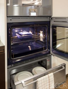 The oven by Gaggeneau comes with a warming drawer