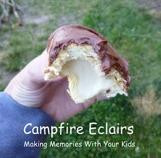 eclairs are delicious tasty campfire treats!Campfire eclairs are delicious tasty campfire treats! Campfire Eclairs, Campfire Food, Campfire Recipes, Cupcakes, Delicious Desserts, Yummy Food, Camping Meals, Camping Hacks, Camping Cooking