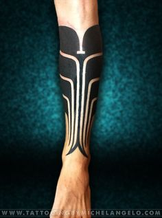 Mezza gamba blackwork Micronesian inspired Tattoo by Michelangelo Tribal tattoos Tatuaggi tribali