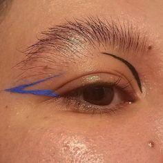 Eye Makeup Tips – How To Apply Eyeliner How To Apply Eyeliner, No Eyeliner Makeup, Eye Makeup Tips, Glitter Makeup, Smokey Eye Makeup, Makeup Inspo, Makeup Art, Makeup Inspiration, Beauty Makeup