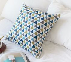 Scandinavian Style Blue & Gray Triangle Pattern by luckyshop0228