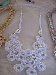 colar mandalas crochê e macramê em fio de seda e miçangas