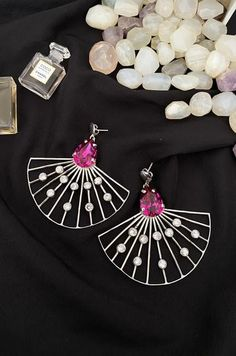 An online luxury jewellery store offering a range of stylish & handcrafted accessories for women. Shop for Necklaces, Bangles, Earrings, Rings, MaangTikkas, Mathapattis & more. Statement Earrings, Silver Earrings, Water Pearls, Luxury Jewelry, Jewelry Stores, Swarovski Crystals, Bangles, Water Beads, Bracelets