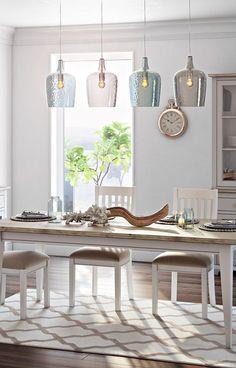 AuBergewohnlich Verkehrte Pendelleuchte Aus Glas In Transparentem Blau Für Eine Stylische  Beleuchtung über Dem Esstisch