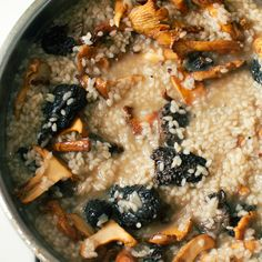 Chanterelle Mushroom Risotto - FMITK: From My Impossibly Tiny Kitchen Chanterelle Mushroom Recipes, Mushroom Risotto, Eggs And Mushrooms, Stuffed Mushrooms, Stuffed Peppers, Red Beans, How To Make Salad, Cravings, Main Dishes