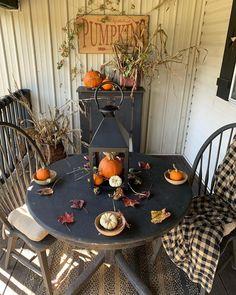 primitive home decor uk Primitive Fall, Primitive Homes, Primitive Kitchen, Primitive Christmas, Country Primitive, Primitive Decor, Autumn Decorating, Porch Decorating, Decorating Ideas