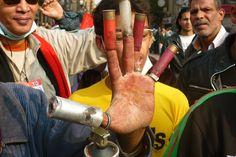 Los manifestantes están en contra de la represión violenta y agresiva del Gobierno de Mursi. (Foto: desinformemonos.com) #ProtestasEgipto