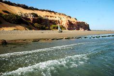 Confira rota alternativa com 12 praias cearenses para quem quer ficar longe da lotação: Praia de Ponta Grossa, Icapuí