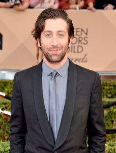 WORST: Simon Helberg Zzz. Big Bang Theory star Simon Helberg could have tried just a tiny bit, since this silver shirt and tie combo is seriously lacking. #SAGAwards