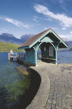 Embarcadère à Saint-Jorioz-Saint-Jorioz est une commune française située dans le département de la Haute-Savoie