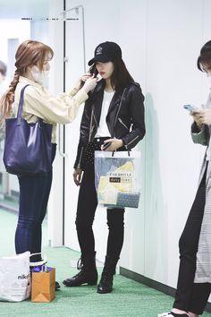 Kpop Outfits, Edgy Outfits, Cute Outfits, Wendy Red Velvet, Red Velvet Irene, Blackpink Photos, Ootd Spring, Red Velvet Seulgi, Velvet Fashion