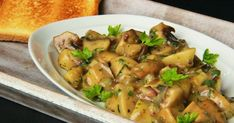 The kitchen is always open .: mushrooms with bacon and marjoram (Slovak) European Cuisine, Ukrainian Recipes, Creative Food, Kung Pao Chicken, Vegetable Recipes, Potato Salad, Bacon, Stuffed Mushrooms, Food And Drink