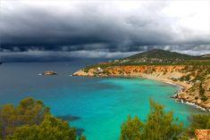 Menuda #tormenta se acerca a la costa de #Ibiza...