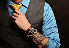 profissional tatuado