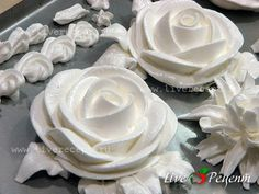 Cream Flowers, Flower Making, Whipped Cream, Cake Recipes, Icing, Cake Decorating, Deserts, Diet, Food