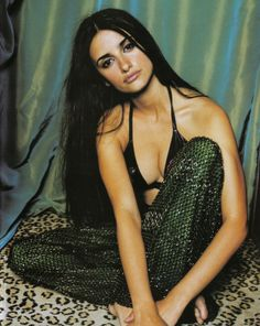 61 Sexy Penelope Cruz Boobs Pictures Will Leave You Panting For Her 90s Fashion, Vintage Fashion, Womens Fashion, Women's Dresses, Penelope Cruze, Gorgeous Women, Beautiful People, Pretty People, Inspiration Mode