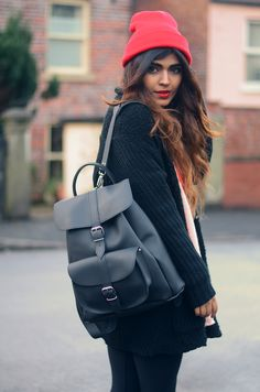 Tendance Sac 2018 : Description Try teaming a black knit open cardigan with black leggings to get a laid-back… Autumn Fashion 2018 Women, Uk Fashion, Winter Fashion, Vintage Fashion, Womens Fashion, Legging Outfits, Oversized Cardigan, Open Cardigan, Black Cardigan