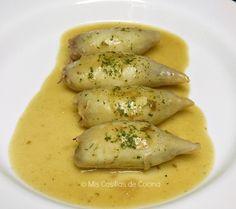 Ingredientes:   1 kg de calamares medianos, yo he utilizado los que venden limpios congelados  250 g de gambas peladas  1 cebolla  1...