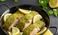 Mausta kala kevyesti suolalla ja siirrä fileepalat uunivuokaan.Mittaa salsa verden aineet tehosekoittajaan ja pyöräytä ne sileäksi kastikkeeksi.Peitä kalan pinta kastikkeella ja ripottele päälle ohut kerros korppujauhoja. Paista uunissa 200 asteessa noin 25 minuuttia. Kalapalojen paksuus vaikuttaa kypsymisajan pituuteen.Nauti perunoiden, pastan tai riisin ja raikkaan salaatin kanssa. VINKKI! Käytä jäljelle jäänyt kastike leivän päällä tai ruokien …