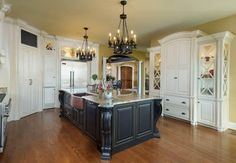 Barber Cabinet Co. - traditional - kitchen cabinets - louisville - Barber Cabinet Co.