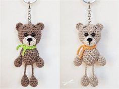 Häkle Ti ahora un dulce pequeño Oso de Taschenbaumler / Llavero. Una vez que termines, häkelst Tú sólo tiene una, o incluso dos. Crochet Bows, Crochet Gifts, Knit Crochet, Crochet Stitches Patterns, Crochet Patterns Amigurumi, Crochet Keychain Pattern, Diy Stockings, Bow Pattern, Diy Gifts For Kids