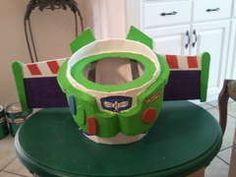 DIY Buzz Lightyear tutorial on instructables. Toy Story Halloween, Creative Halloween Costumes, Halloween Crafts, Halloween Party, Halloween 2017, Happy Halloween, Toy Story Costumes, Family Costumes, Diy Costumes