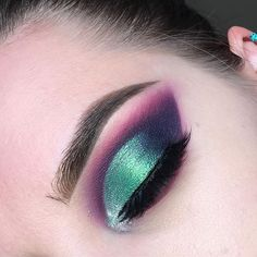❤️❤️❤️ Products used: @juviasplace The magic palette (Kogi, Ife, Yara, Buzo, Aja) @lillylashes @lillyghalichi Mykonos lashes @anastasiabeverlyhills @norvina #dipbrow in medium brown @colourpopcosmetics swerve pencil eyeliner @makeupgeekcosmetics solstice sparkler #anastasiabrows #anastasiabeverlyhills #norvina #abh #abhjunkies #abhcosmetics #makeup #makeupgeek #makeupgeekcosmetics #makeupgeektv #lillylashes #lillyghalichi #colourpopme #juviasplace #juviasplacemagicpalette #cutcrease…