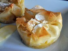 Croustades aux pommes un dessert onctueux en Camembert Cheese, Tart, Caramel, Garlic, Deserts, Snack Recipes, Chips, Vegetables, Health