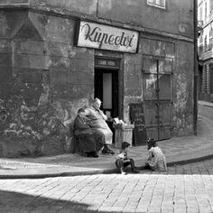 Kupectví (Grocery) by Jiří Všetečka Heart Of Europe, History Photos, Bratislava, My Heritage, Thalia, Czech Republic, Alter, Old Photos, Black And White