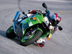 In Kawasaki revamped what was already a great bike and came up with a winner, the Read the full test to find out more about the Kawasaki Kawasaki Zx9r, Motorcycle Bike, Cars And Motorcycles, Motorbikes, Racing, Life, Hs Sports, Running, Auto Racing
