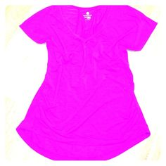 Old Navy Active Fitted T Bright fuchsia fitted active top. Side ruching for a figure flattering fit. Shirttail hem, slightly longer in back. Scoop neckline and short sleeves. 92% poly, 8% spandex. Old Navy Tops Tees - Short Sleeve