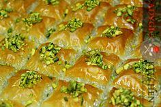 baklava turceasca in tava adygio kitchen Turkish Baklava, Turkish Recipes, Ethnic Recipes, Spanakopita, Something Sweet, International Recipes, Food Inspiration, Deserts, Breakfast