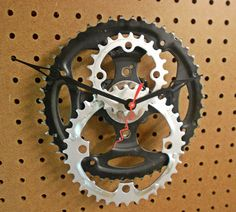 Upcycled bike gear clock