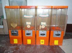 Lotto 4 Distributori Caramelle Noccioline Palline - Collezionismo In vendita a Imperia