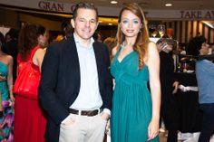Nuestro director Pedro del Santo con la presentadora de la fiesta Laura Arranz. #abcserrano #chicasparanoicas