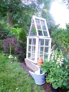 Narrow greenhouse idea, doesn't take up much space, perfect for urban garden - lks like it was made from old windows