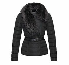 Moncler http://www.vogue.fr/mode/shopping/diaporama/shopping-ski-snow-chic/17029/image/899373#!moncler-polygale-shopping-ski