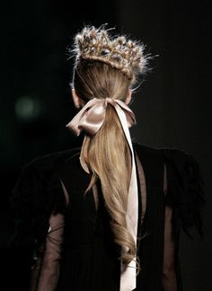 bows & crowns #PetitVourLoves