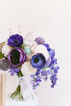 Easy (honest!) DIY bouquet in Ultra Violet purple flowers #ultraviolet #purpleflowers #diyweddingbouquet #wisteriabouquet