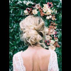 Coiffure cheveux mi longs en chignon flou printemps-été 2016