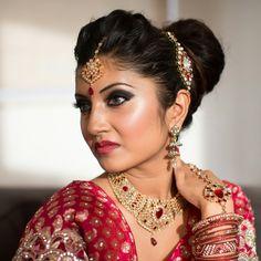 traditional indian bride wearing bridal lehenga and jewellery