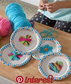 50 Amazingly Fun Crafts for Kids! Amazingly fun crafts for kids! These crafts are simple and easy and sure to put a smile on your little ones face. Crafts For Kids To Make, Kids Crafts, Arts And Crafts, Kids Diy, Paper Plate Crafts For Kids, Decor Crafts, Easy Yarn Crafts, Easy Art For Kids, Rustic Crafts