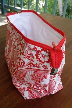 Free Sewing Tutorial  A Retreat Bag