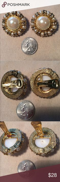 Vintage clip earrings Beautiful large pearl surrounded by smaller pearls and pave diamonds. Jewelry Earrings