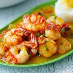 Thai shrimps with Orange, chilli, lime and lemon grass sauce me: looks good! Shrimp Dishes, Fish Dishes, Shrimp Recipes, Main Dishes, Thai Shrimp, Fish And Seafood, Food Shrimp, Lemongrass Recipes, Asian Recipes