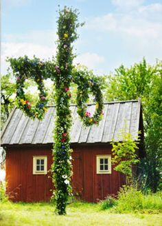 Midsummer party in Sweden Nordic Wedding, Red Cottage, Swedish Style, Midsummer Nights Dream, Summer Solstice, Scandinavian Home, Country Life, Norway, Beautiful Places