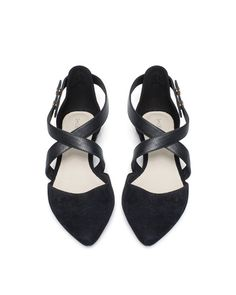 The criss cross on these flats is so cute!
