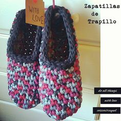 "We start with the ""Do-it-yourself"" Gifts for this Christmas. What do you think about making Trapillo Slippers? will be the gift per . Crochet Art, Crochet Shoes, Crochet Purses, Crochet Slippers, Irish Crochet, Crochet Crafts, Crochet Patterns, Finger Knitting, Knitting Socks"