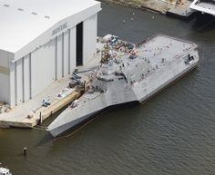 SHIP_LCS-2_Independence_Christening_lg.jpg